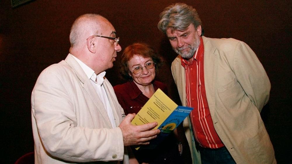 Директор театра Таир Рагимов - слева. Фото Евгения Смирнова