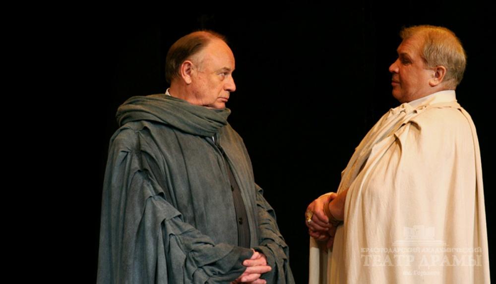 Станислав Гронский - слева. Фото www.dram-teatr.ru